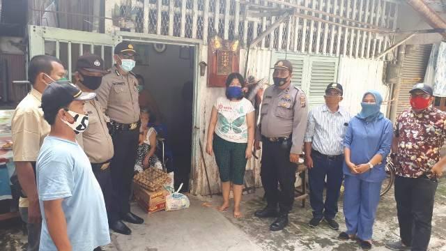 Polsek Medan Timur Gulirkan Sembako untuk Penderita Stroke Terdampak Corona