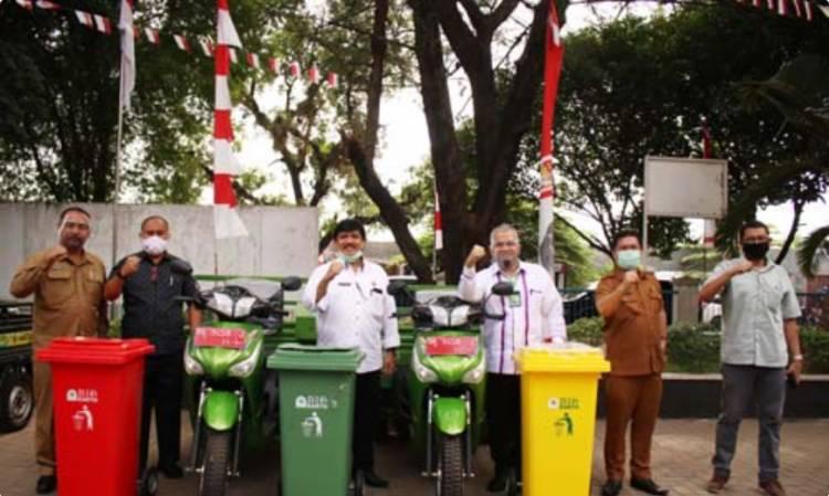 Dinas Lingkungan Hidup Provinsi Sumut Serahkan 31 Becak Pengangkut Sampah untuk Kabupaten/Kota