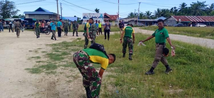 Personel TNI-Polri Sinergitas Bersama  Bersihkan Pasar