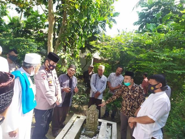 Kapolsek Medan Helvetia dan Tokoh Ulama Silaturahmi ke Juru Kunci Makam Atok Uteh