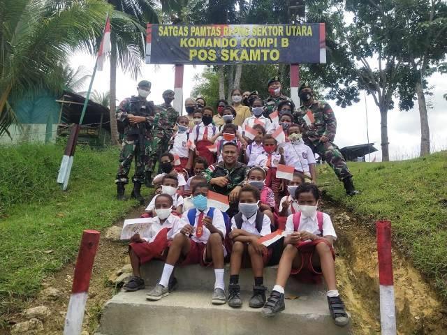 Satgas Yonif 413 Bremoro Adakan Wisata Edukasi untuk Siswa SD Inpres Yowong