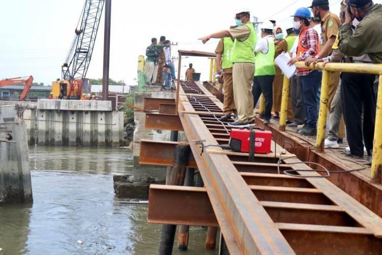 Akhyar Nasution Tinjau Langsung Pelaksanaan Pembangunan Jembatan Titi Dua Sicanang di Belawan