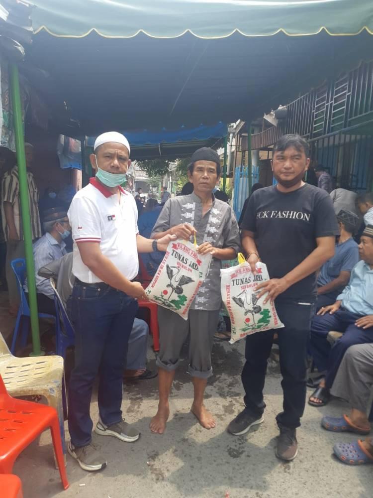 Melayat ke Rumah Duka, Ketua Pewarta Polrestabes Medan Berikan Santunan untuk Keluarga Almarhumah Suriana
