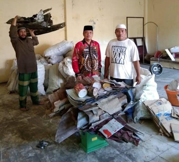 Dari Sampah Menuju Surga, KUA Kisaran Barat Bersihkan Lingkungan untuk Sumbang Rumah Ibadah