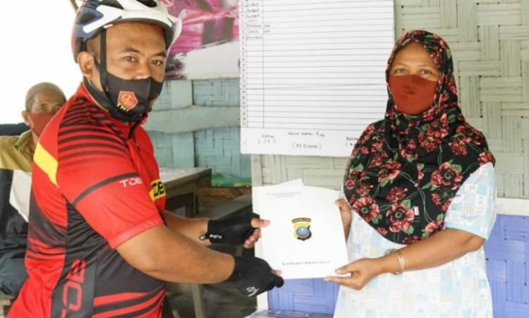 Kapolres Simalungun AKBP Agus Waluyo SIK Bagikan Bantuan Modal Usaha untuk Pedagang Kecil di Simalungun