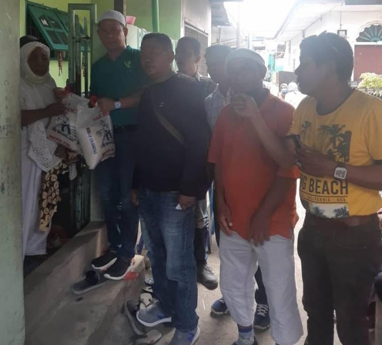 Bawa 2 Goni Beras ke Rumah Duka, Ketua Pewarta Medan Takziah ke Rumah Almarhum Sartono
