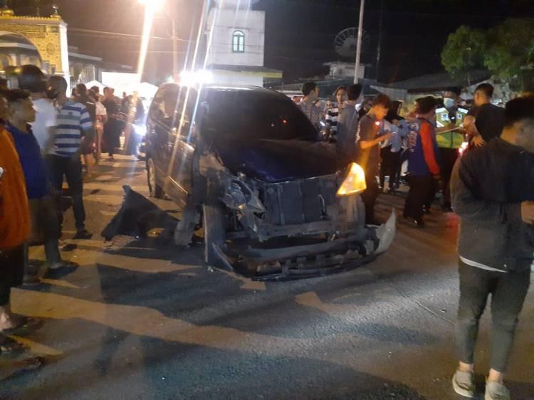 Kecelakaan Mobil Tabrak Sepeda Motor Tewaskan Penumpang Sepeda Motor