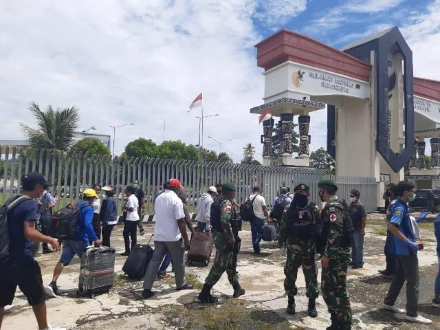 30 Pekerja Migran Indonesia di Papua New Guinea Pulang ke Tanah Air Dibantu Satgas Yonif 413 Bremoro