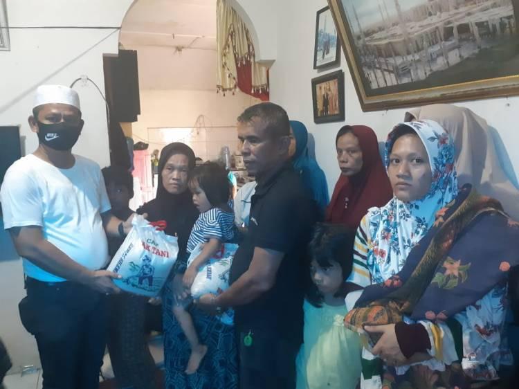 Melayat ke Rumah Duka, Ketua Pewarta Berikan Santunan Kepada Keluarga Almarhum Keling Lubis