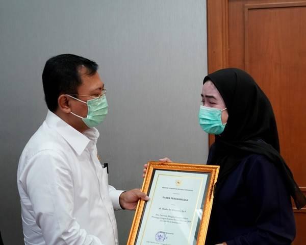 Empat Dokter Ini Gugur Saat Tangani COVID-19, Menkes Terawan Berikan Santunan Rp.300 Juta untuk Ahli Waris