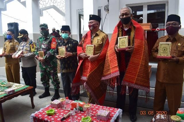 Bupati Nikson Nababan Resmikan Gedung Mesjid Al-Musafirin Adiankoting, Tapanuli Utara