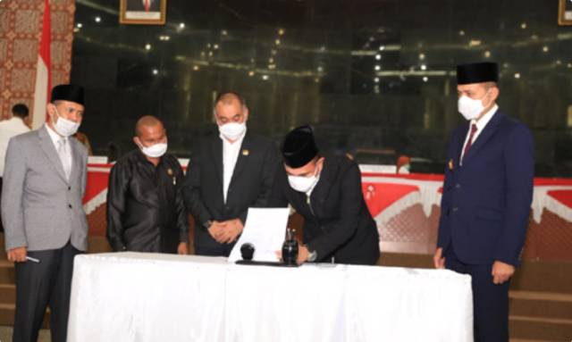 Gubernur dan Wagub Sumut Tandatangani Ranperda PjP APBD 2019 dalam Rapat Paripurna DPRD Sumut