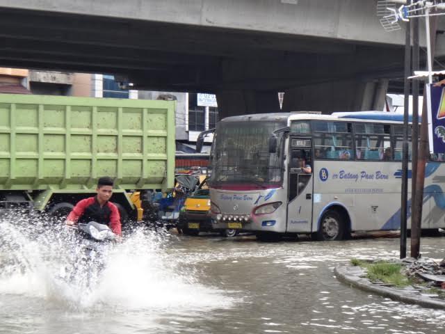 Ratusan Rumah Terendam Banjir di Amplas