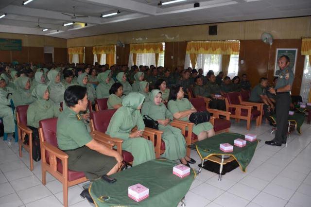 Danrem 022/Pantai Timur Beri Pengarahan ke Prajurit, PNS dan Persit
