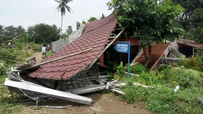 25 Rumah Rusak di Kecamatan Hamparan Perak Dihantam Angin Puting Beliung