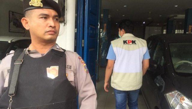 Terkait OTT Bupati Batubara, Showroom Ada Jadi Mobil di Depan Tugu Guru Patimpus Medan Digeledah KPK