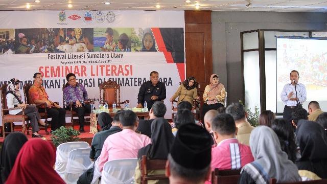 Pegiat Berbagi Pengalaman Membangun Gerakan Literasi