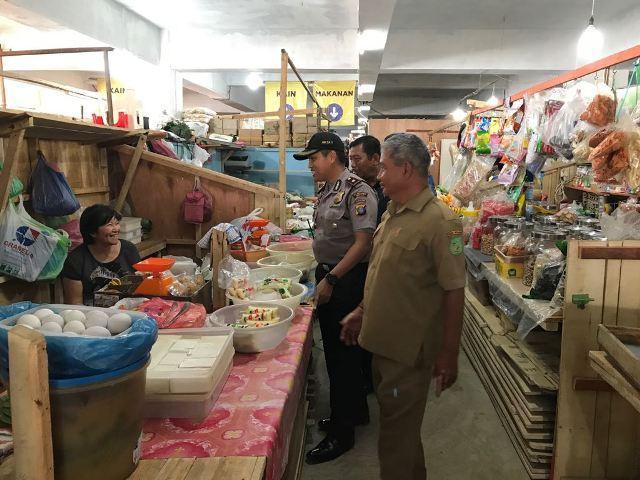 Kapolsek Delitua Blusukan ke Pasar Tradisional Titi Kuning