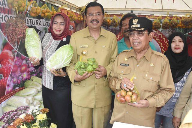 Buka Pekan Pasar Petani Provsu 2017, Gubsu Dorong Produk Unggulan Hortikultura Sumut Tembus Pasar Global