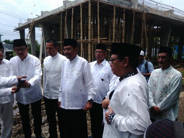 Gubsu Salurkan Bantuan Pembangunan Masjid  Abiturient Yaspendhar