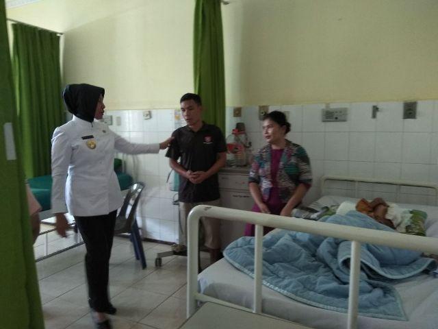 Wagubsu Kunjungi Raja Pratama Siregar, Anak Penderita Tumor Angiofibroma di RSUP H Adam Malik