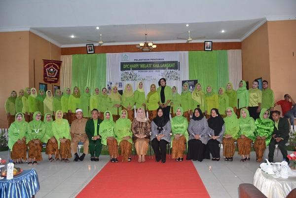 30 Pengurus DPC Himpunan Ahli Rias Pengantin Indonesia Melati Langkat Dilantik