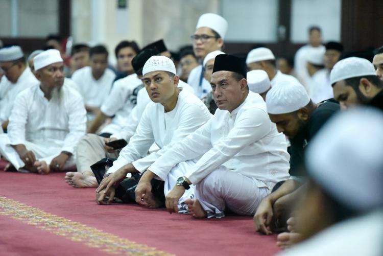 Gubsu Edy dan Wagubsu Ijeck Shalat Subuh Bersama ASN Pemprovsu di Masjid Agung Medan