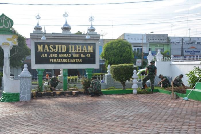 Rumah Ibadah di Pematangsiantar Dibersihkan Personil Korem 022/PT