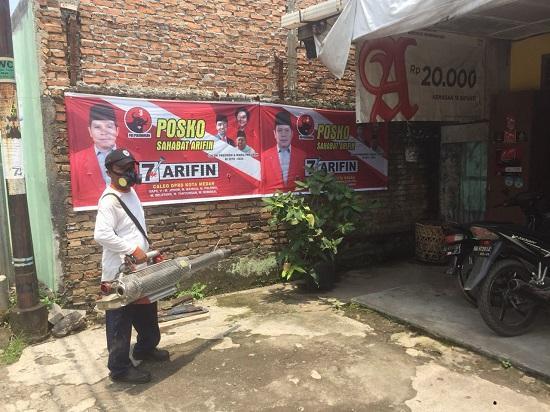 Cegah Deman Berdarah, Arifin dan Perusahaan di Sekitar Jalan Ladang Kelurahan Kedai Durian Lakukan Fogging
