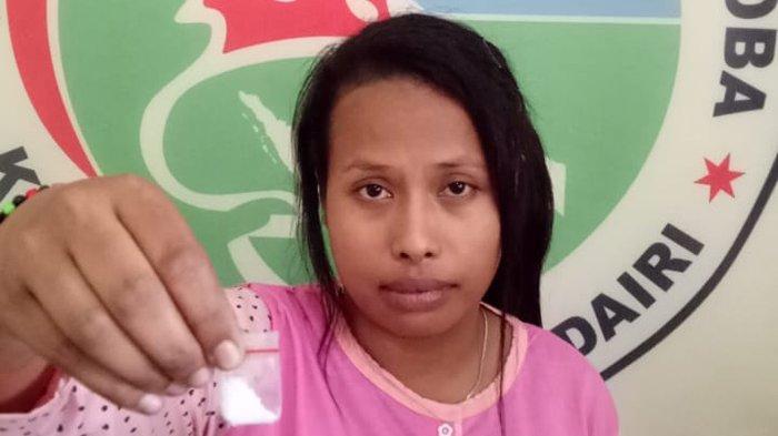 Simpan Sabu, Seorang IRT Diamankan Satresnarkoba Polres Dairi Saat Asyik Nongkrong di Warung Makan