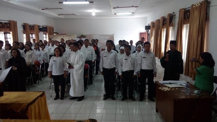 Rohaniawan Kemenag Dairi Dampingi Pengambilan Sumpah Jabatan di Dinas Pendidikan