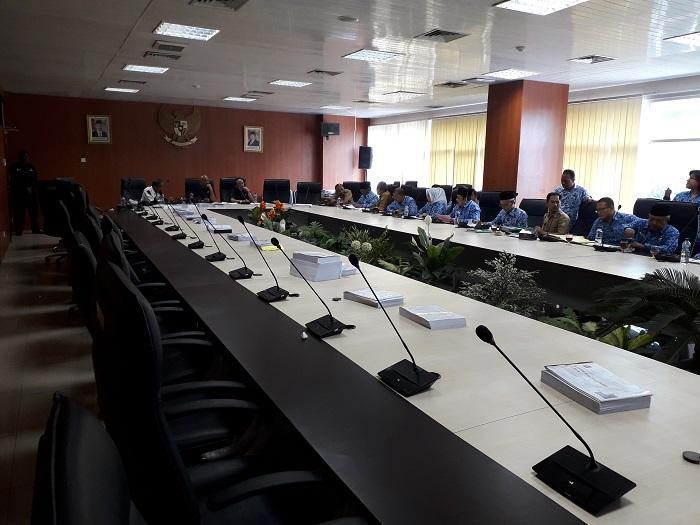 Pansus LPj Curigai Ada Izin Reklame Bodong di Kota Medan
