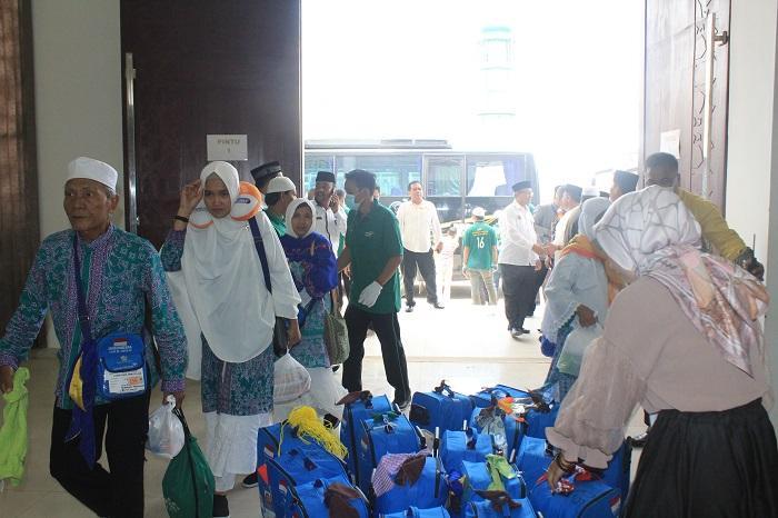 Kloter Terakhir Tiba di Bandara Kualanamu, Tercatat 18 Jemaah Haji Wafat, 1 Belum Kembali