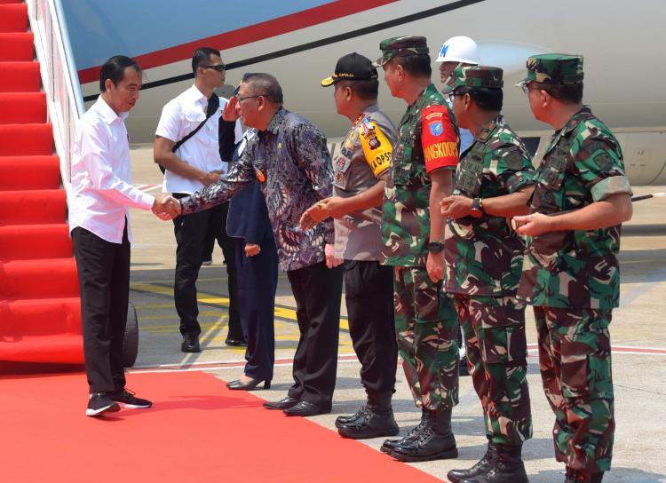 Ke Kalbar, Presiden Jokowi Serahkan SK Redistribusi Tanah Objek Reforma Agraria