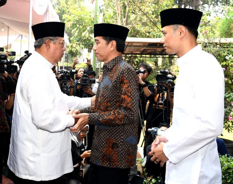 Presiden Jokowi Melayat Ibunda SBY