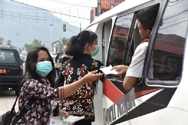 Antisipasi Kabut Asap, Bupati Tapteng Instruksikan Dinas Kesehatan Bagikan Masker Gratis ke Masyarakat