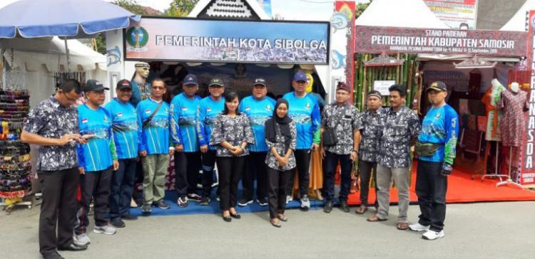 Kunjungi Stand Karnaval Danau Toba, Wali Kota Sibolga Pelajari Selera Pasar