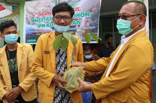 Plt Walikota Medan Lepas Ikatan Pelajar Muhammadiyah Tanam 2.000 Pohon ke Langkat