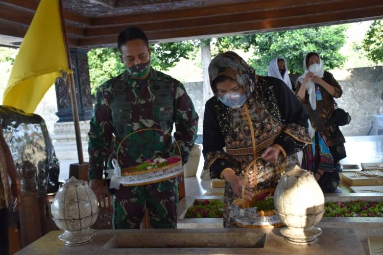 Kunjungi Blitar, KSAD Ziarah ke Makam Bung Karno