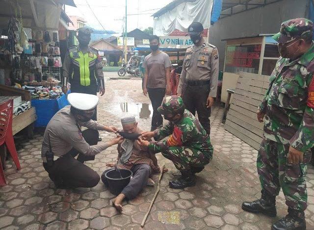 Polres Madina dan TNI Patroli Berbagi Masker Gratis untuk Masyarakat