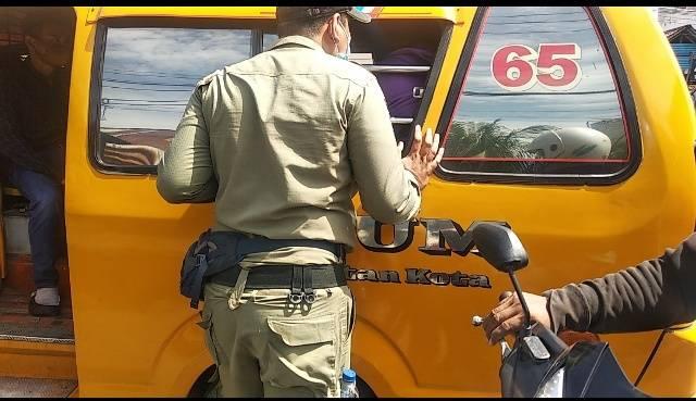 Tim Gabungan Satpol PP Pemko Medan Bersama TNI-Polri Gelar Operasi Yustisi, Sasar Angkutan Umum