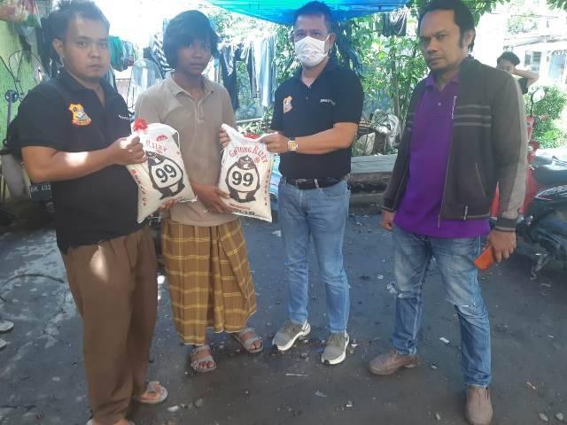 Ketua Pewarta Melayat dan Beri Santuan kepada Keluarga Almarhum Idris di Bromo