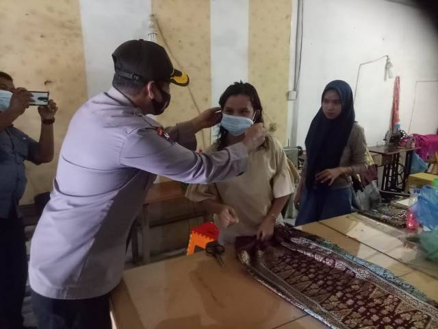 Operasi Yustisi di Pasar Helvetia Tengah, Tiga Pilar Disiplinkan Warga Pakai Masker