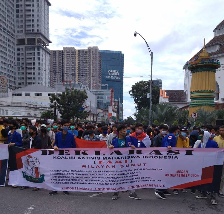 Warga Ngeri, KAMI Gelar Aksi Beramai-ramai Turun ke Jalan Tak Patuhi Protokol Kesehatan
