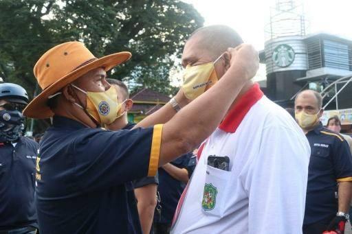 Pjs Walikota Medan Bersama IKAPTK Medan Bagi-bagi Masker Pada Warga