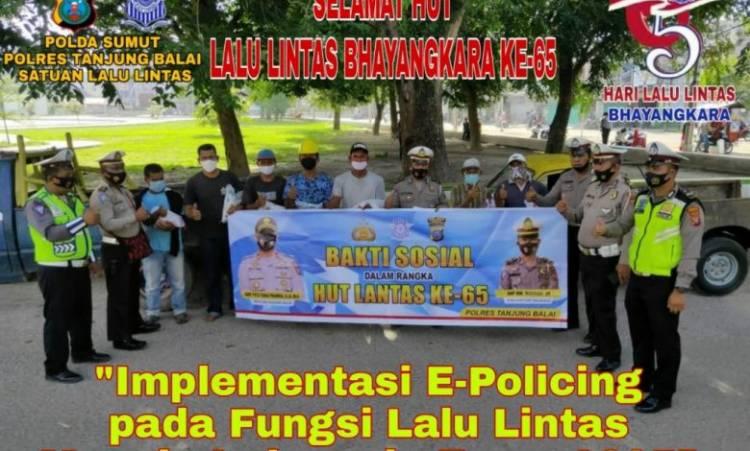 Polres Tanjung Balai Bagikan Sembako untuk Para Supir Truk, Rayakan HUT Polantas ke-65