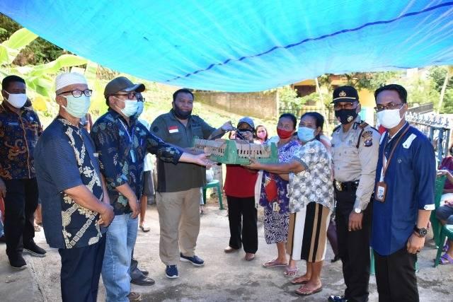 Tingkatkan Perekonomian, Masyarakat Kampung Paten Betlehem Sibolga dapat Bantuan Bibit Ayam