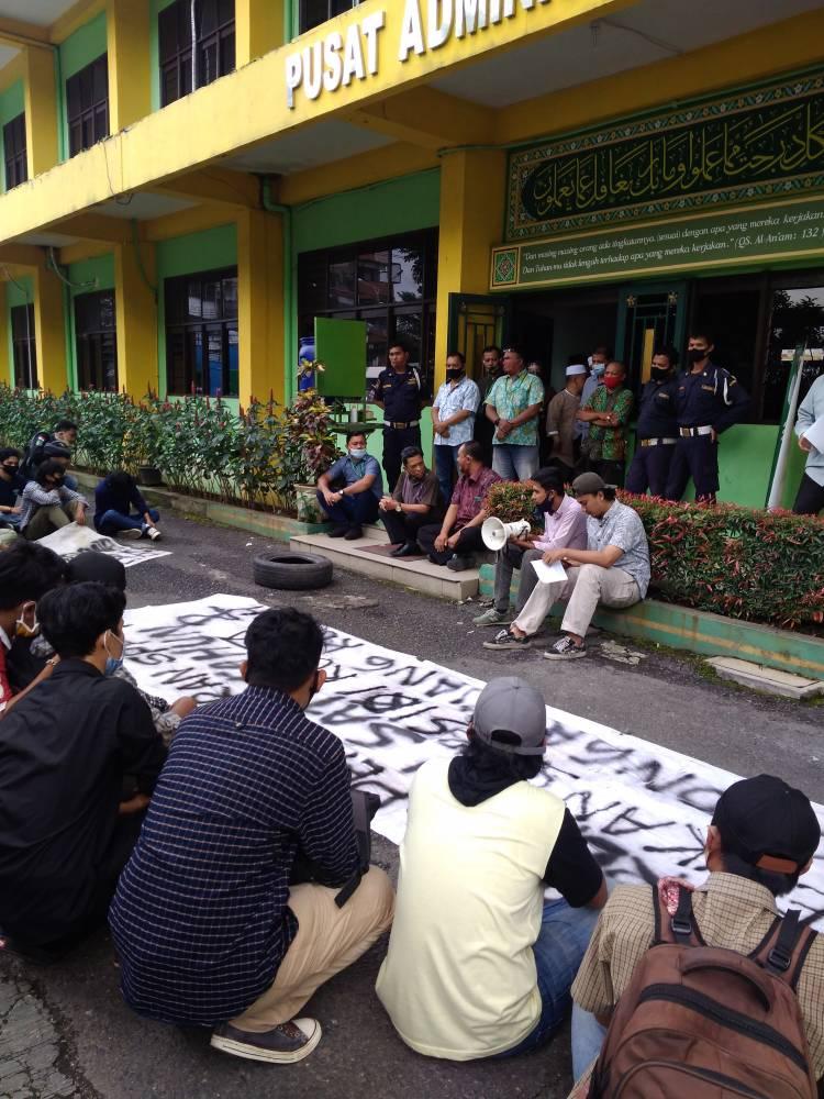 Mahasiswa UISU Demo ke Kantor Biro Rektor, Pertanyakan Soal Uang Kuliah Tunggal