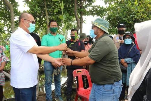 Akhyar Nasution Ajak Masyarakat Kota Medan Tanam Pohon Demi Masa Depan