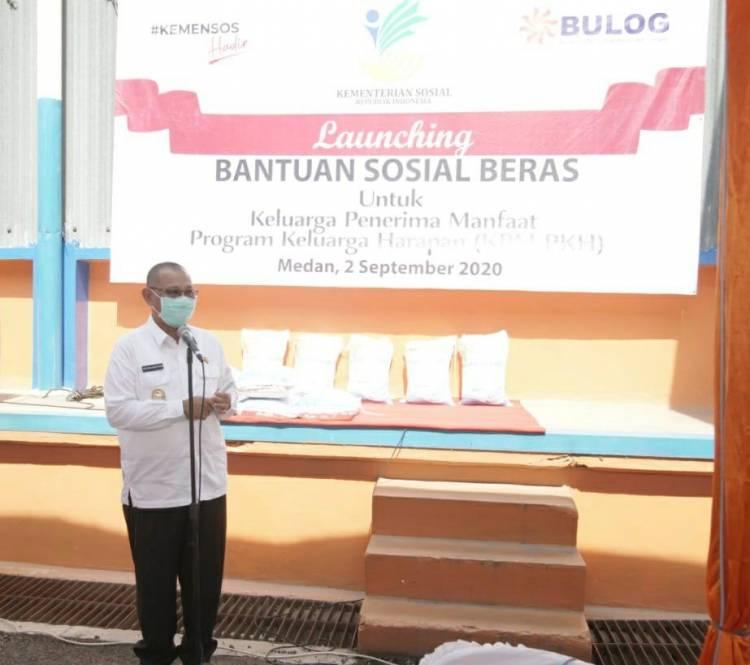 Plt Wali Kota Medan Serahkan Bantuan Beras untuk Masyarakat Program Keluarga Harapan Kemensos